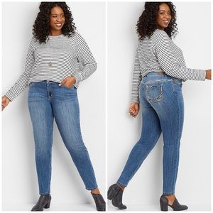 NWT MAURICES   Embellished Skinny Jeans 20 Short